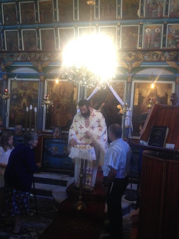 Βλέπετε φωτογραφίες από : Νέος ιερέας στην Ποτιδάνεια